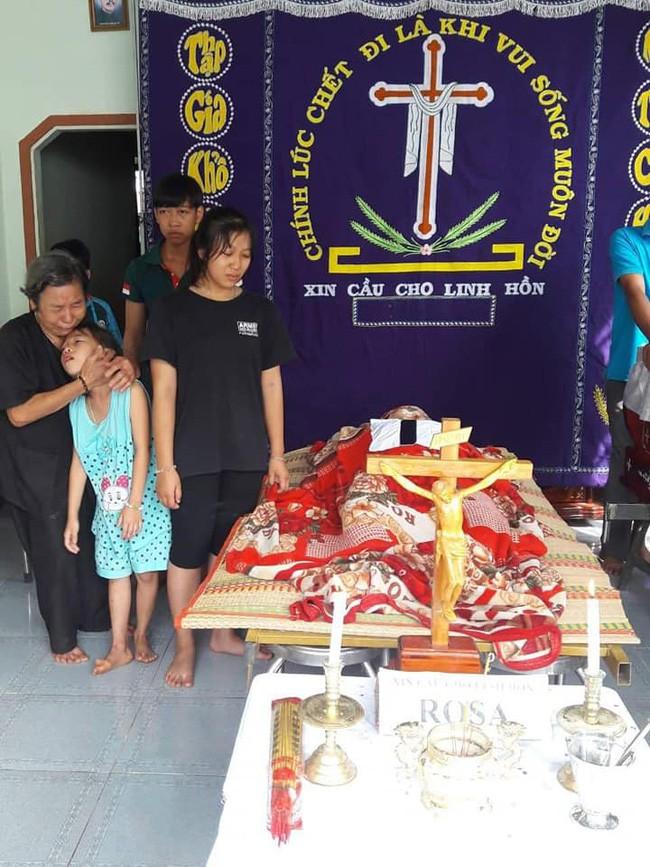 Quặn lòng cảnh 3 đứa con khóc ngất bên thi thể người mẹ sau tai nạn giao thông ở Đồng Nai - ảnh 2