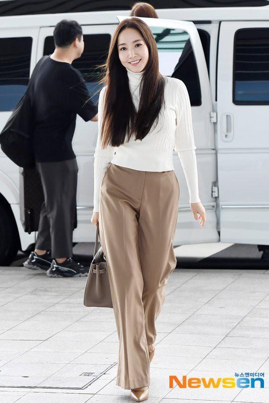 Park Min Young, Công nương Kate cho đến Hà Tăng đều chiếm spotlight dù lên đồ siêu đơn giản như nàng công sở - ảnh 1