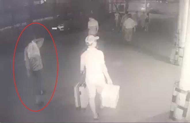Lộ diện đoạn video xuất hiện nghi phạm sát hại dã man bảo vệ BHXH ở Nghệ An - ảnh 2