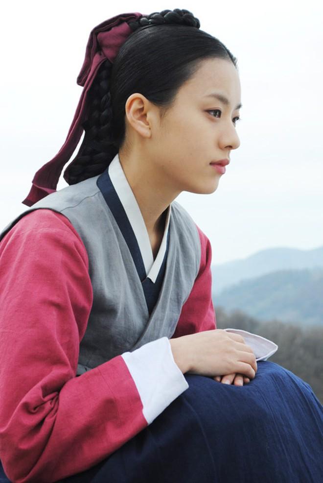 Cung đấu Hoàng gia Thái Lan đã là gì so với 6 phim này: Ngô Cẩn Ngôn hô mưa gọi gió, Ha Ji Won chẳng sợ trời cao đất dày - Ảnh 16.
