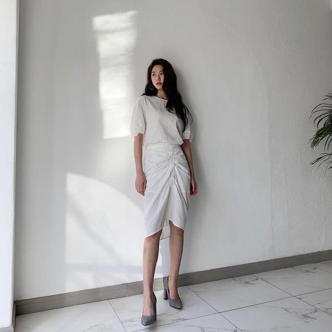 Mấy nàng thích mặc đẹp sao có thể làm ngơ trước 12 cách diện chân váy xinh nức nở này của sao Hàn? - ảnh 11