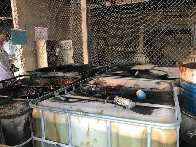Cận cảnh nơi lưu giữ dầu thải bị tuồn ra đầu độc nước sông Đà của Công ty gốm sứ Thanh Hà - ảnh 13