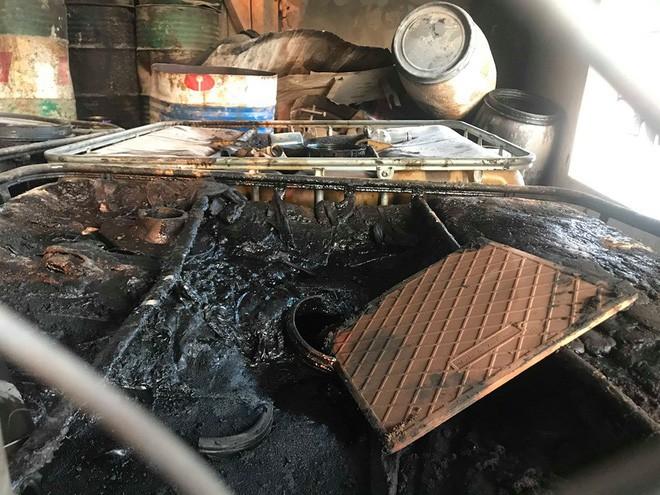 Cận cảnh nơi lưu giữ dầu thải bị tuồn ra đầu độc nước sông Đà của Công ty gốm sứ Thanh Hà - ảnh 14