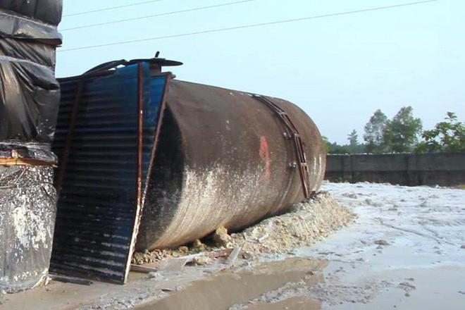 Cận cảnh nơi lưu giữ dầu thải bị tuồn ra đầu độc nước sông Đà của Công ty gốm sứ Thanh Hà - ảnh 15