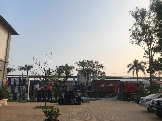 Cận cảnh nơi lưu giữ dầu thải bị tuồn ra đầu độc nước sông Đà của Công ty gốm sứ Thanh Hà - ảnh 4