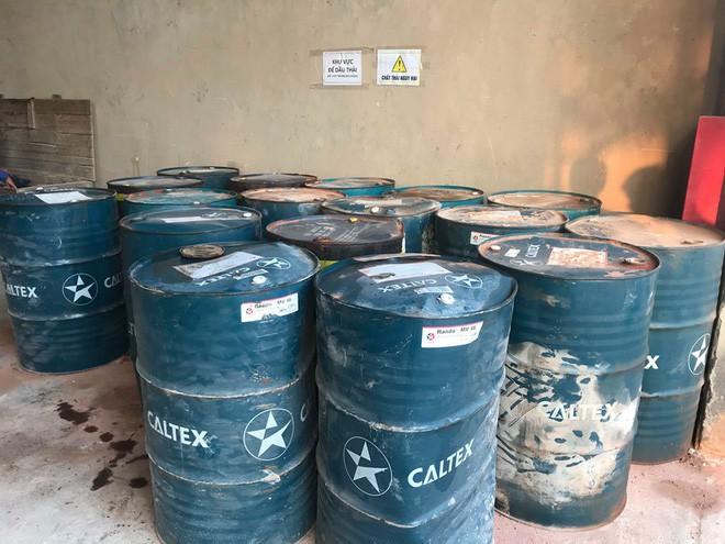 Cận cảnh nơi lưu giữ dầu thải bị tuồn ra đầu độc nước sông Đà của Công ty gốm sứ Thanh Hà - ảnh 8