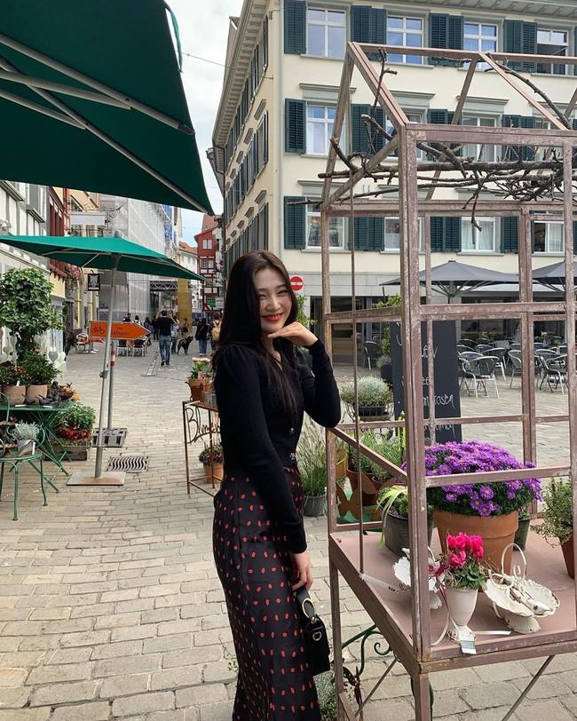 Mấy nàng thích mặc đẹp sao có thể làm ngơ trước 12 cách diện chân váy xinh nức nở này của sao Hàn? - ảnh 8