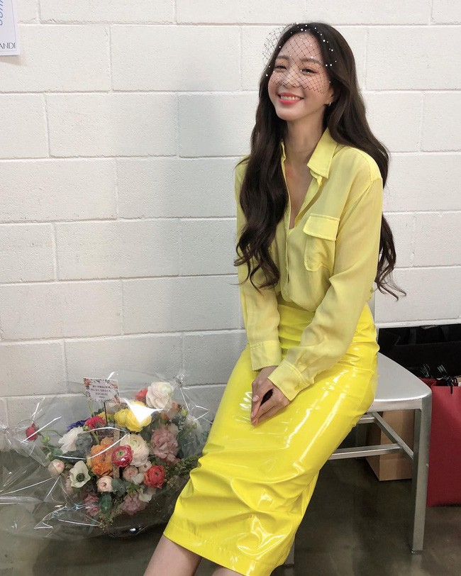 Mấy nàng thích mặc đẹp sao có thể làm ngơ trước 12 cách diện chân váy xinh nức nở này của sao Hàn? - ảnh 10