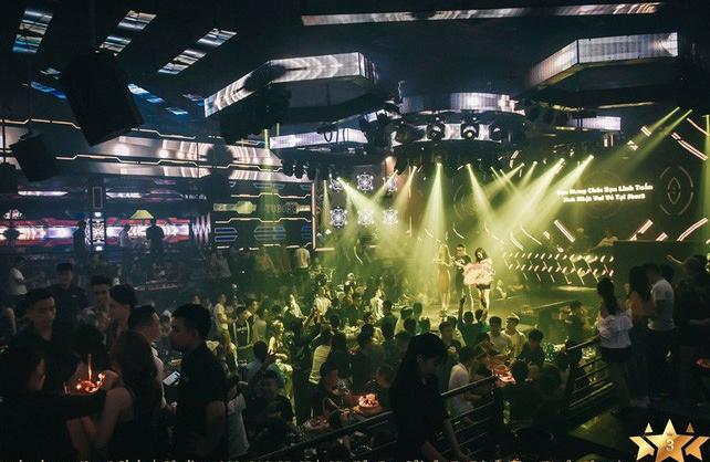 Hà Nội: Đột kích quán bar Star 3 Club, gần 200 thanh niên bị đưa về trụ sở công an - Ảnh 1.