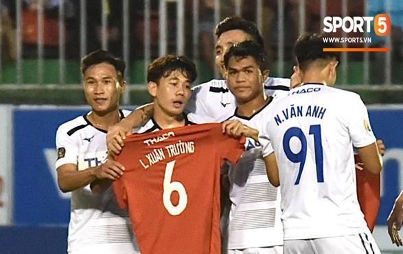 Cầu thủ HAGL tri ân Lương Xuân Trường trong ngày đội bóng phố núi trụ hạng - ảnh 9
