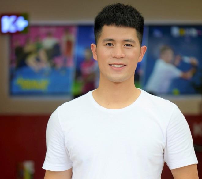 2 cầu thủ Đình Trọng, Văn Toàn cười đến mức có... cơ bụng 8 múi vì xem Running Man - ảnh 3
