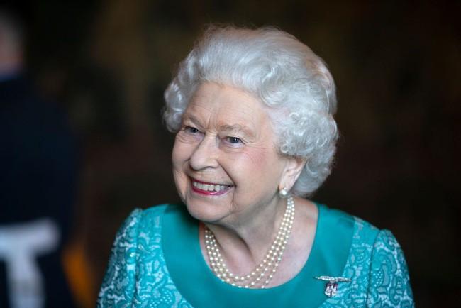 Nữ hoàng Anh luôn trẻ hơn nhiều so với tuổi 93 nhờ kỹ nghệ make up cao siêu chị em nên học ngay nếu muốn hack tuổi - ảnh 2