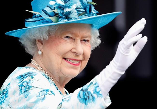 Nữ hoàng Anh luôn trẻ hơn nhiều so với tuổi 93 nhờ kỹ nghệ make up cao siêu chị em nên học ngay nếu muốn hack tuổi - ảnh 5