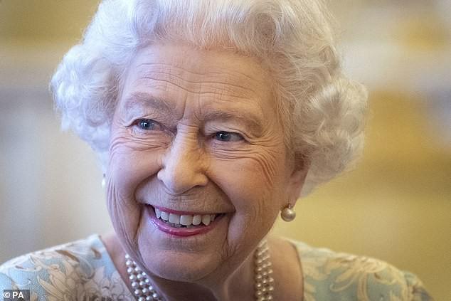 Nữ hoàng Anh luôn trẻ hơn nhiều so với tuổi 93 nhờ kỹ nghệ make up cao siêu chị em nên học ngay nếu muốn hack tuổi - ảnh 6