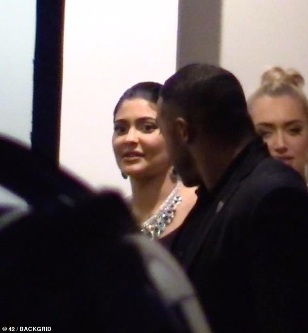 Nhanh và cực nóng: Nghi vấn Kylie Jenner hẹn hò tình cũ từng bị Rihanna friendzone chỉ sau 1 tháng chia tay Travis - ảnh 3