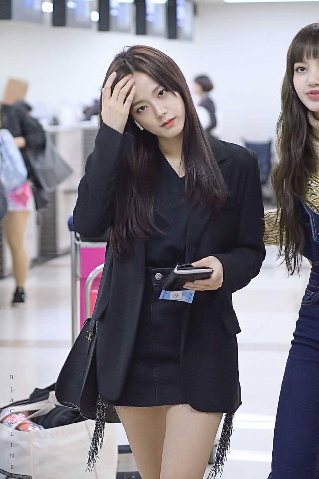 Những lần diện đồ all black của các người đẹp Việt - Hàn: Từ thần thái, nhan sắc đến mix đồ đều đẹp xuất sắc - ảnh 4