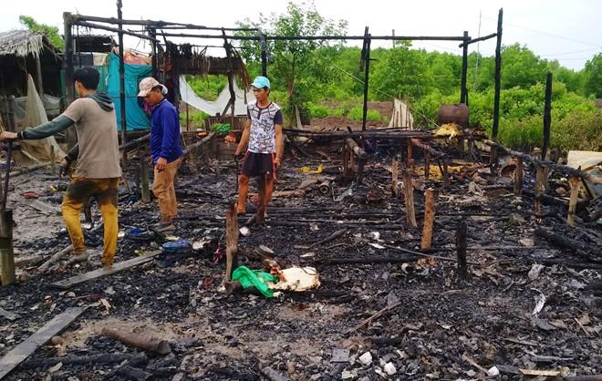 Ngọn lửa thiêu rụi căn nhà, 7 đứa trẻ may mắn thoát chết - ảnh 1