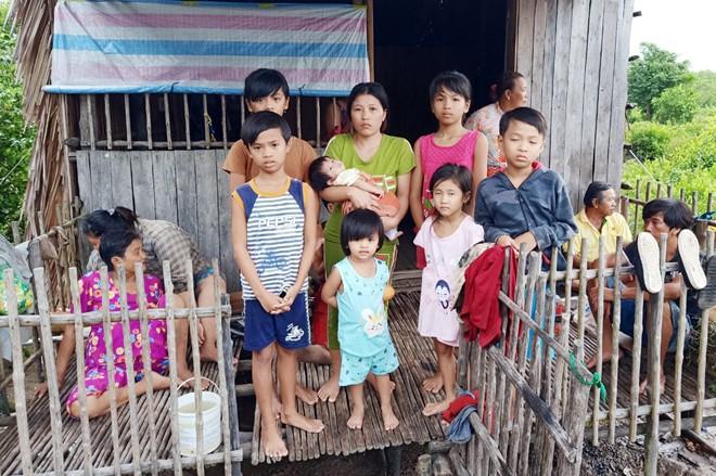 Ngọn lửa thiêu rụi căn nhà, 7 đứa trẻ may mắn thoát chết - ảnh 2