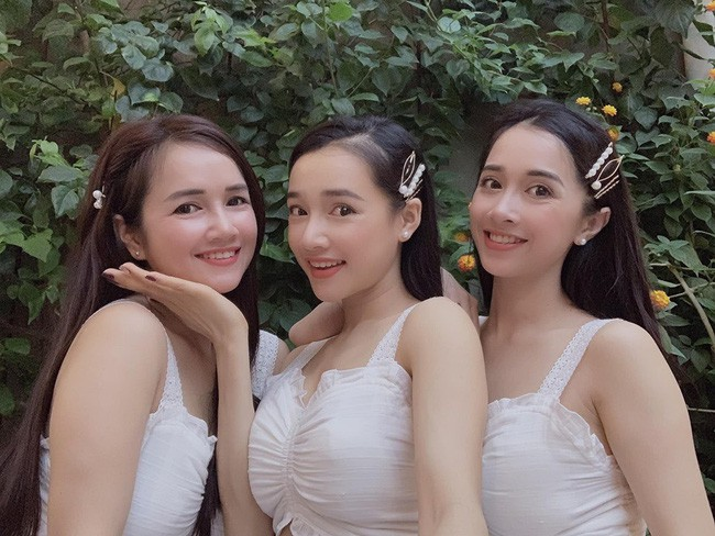 Chị em nhà Nhã Phương xinh đẹp vẹn toàn, chăm làm điệu và diện đồ giống nhau khi đứng chung 1 khung hình - ảnh 1