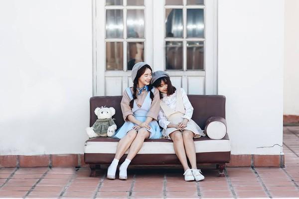 Chị em nhà Nhã Phương xinh đẹp vẹn toàn, chăm làm điệu và diện đồ giống nhau khi đứng chung 1 khung hình - ảnh 6