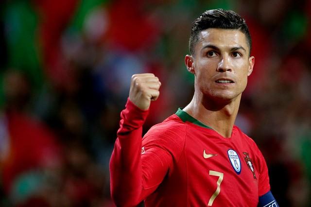 Chỉ cần một hành động nhỏ, siêu sao Ronaldo khiến dàn nữ hậu bối xuýt xoa hạnh phúc - ảnh 1