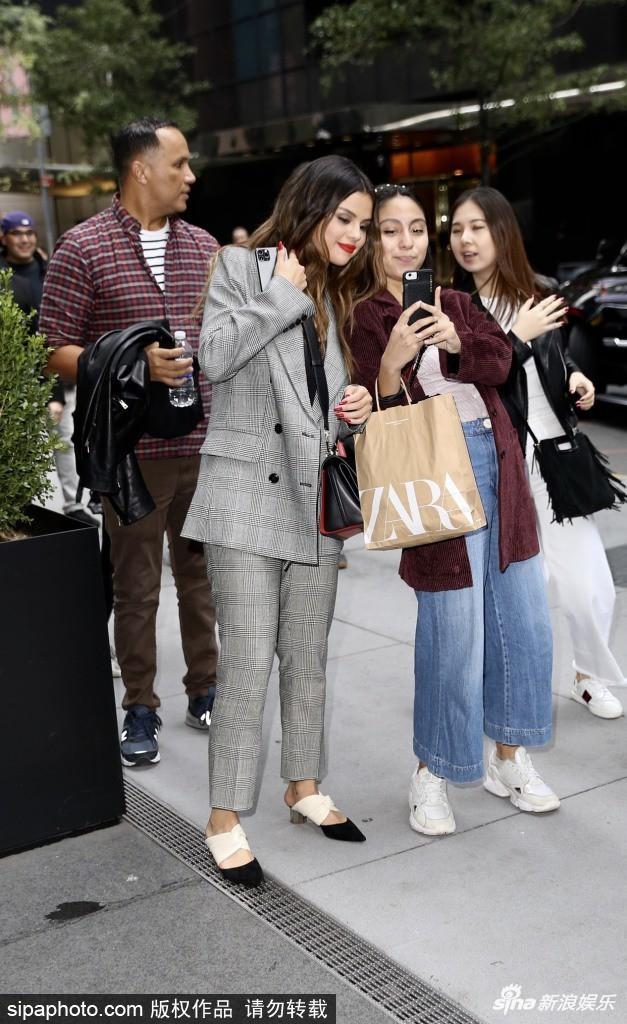 Quý cô độc thân đắt giá Selena Gomez gây náo loạn New York với 4 hình ảnh quyến rũ ngút ngàn chỉ trong 1 ngày - Ảnh 4.