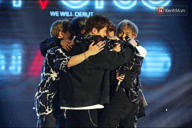 D1Verse cùng fan khóc ngập sân khấu khi đội hình 5 thành viên chính thức được công bố - ảnh 2