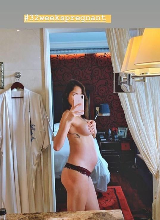 Mẹ bầu táo bạo nhất nhì Vbiz: Siêu mẫu Phương Mai bán nude, dùng tay che ngực trần hờ hững ở những tháng cuối thai kỳ - ảnh 1