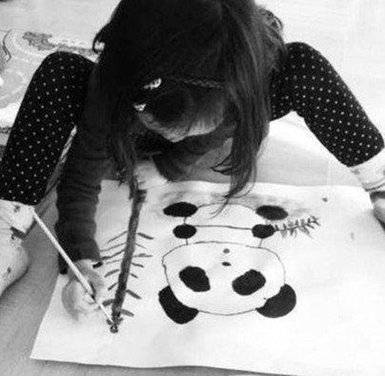 Tranh vẽ năm 7 tuổi của con gái thiên hậu Vương Phi gây sốt khi bán được giá 3 tỷ, tài năng hội hoạ bộc lộ từ bé - ảnh 4