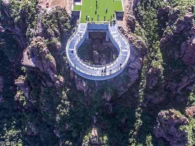 """Nóng: Hơn 32 công trình cầu kính nổi tiếng của Trung Quốc bất ngờ đóng cửa, trong đó có cả """"thiên đường sống ảo"""" Trương Gia Giới - Ảnh 2."""