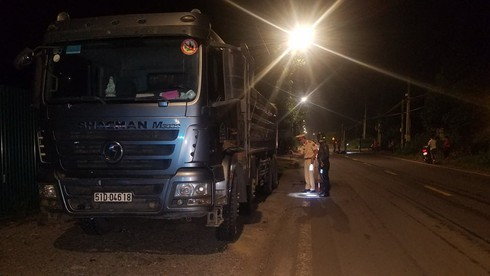 Đồng Nai: Người và xe máy bị xe ben chở đá kéo lê rồi bốc cháy ngùn ngụt - ảnh 2