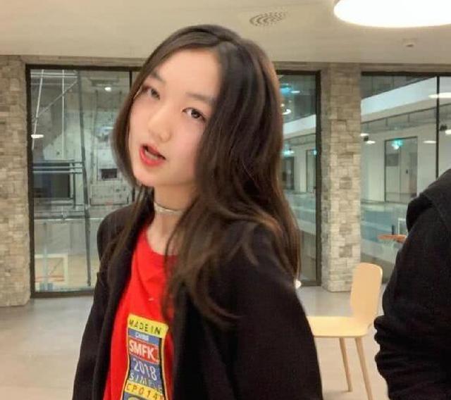 Từng mặc cảm vì đôi môi hở hàm ếch, giờ đây con gái Vương Phi ngày càng tự tin khoe nhan sắc không vừa tuổi 12 - ảnh 5