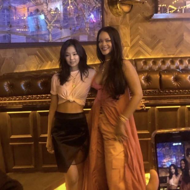 Khi sao châu Á và Hollywood đọ sắc cùng khung hình: Jennie (BLACKPINK) lép vế trước Rihanna, Dương Mịch quá đẳng cấp bên Kendall - ảnh 3