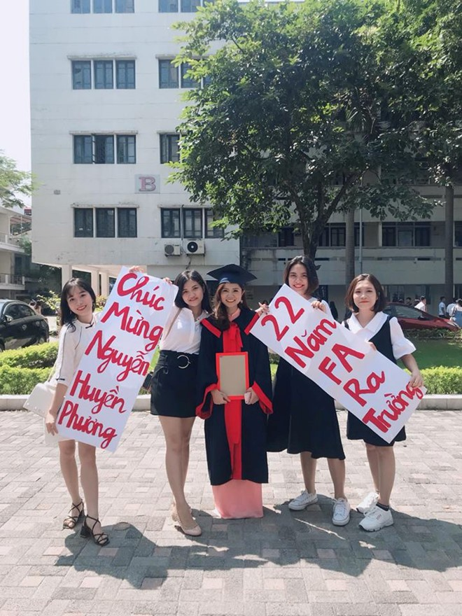 Ế suốt bốn năm đại học cuối cùng cũng tốt nghiệp, nữ sinh được hội bạn thân tặng ngay lời chúc không thể nào bá đạo hơn - ảnh 3