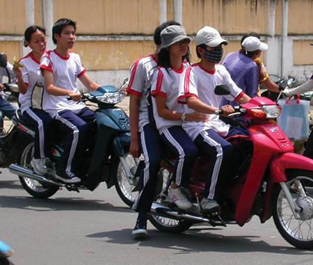 TP.HCM đề nghị xử lý 160 học sinh vi phạm luật giao thông đường bộ - ảnh 1
