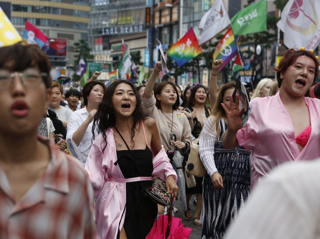 Nỗi khổ của cộng đồng LGBT ở Hàn Quốc: Bị xem như dân thứ cấp, không dám sống đúng với giới tính vì đâu đâu cũng kỳ thị - ảnh 1