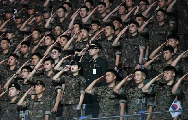 Nỗi khổ của cộng đồng LGBT ở Hàn Quốc: Bị xem như dân thứ cấp, không dám sống đúng với giới tính vì đâu đâu cũng kỳ thị - ảnh 4