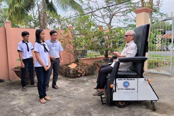 Học sinh chế tạo xe lăn cho người già, khuyết tật đoạt giải đặc biệt - ảnh 3