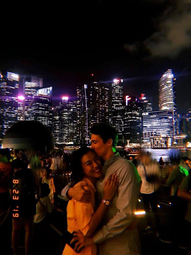 Vừa xong đám cưới Đông Nhi, MC Hoàng Oanh bất ngờ phát thiệp thông báo tổ chức hôn lễ với bạn trai Tây vào ngày 1/12 - ảnh 3