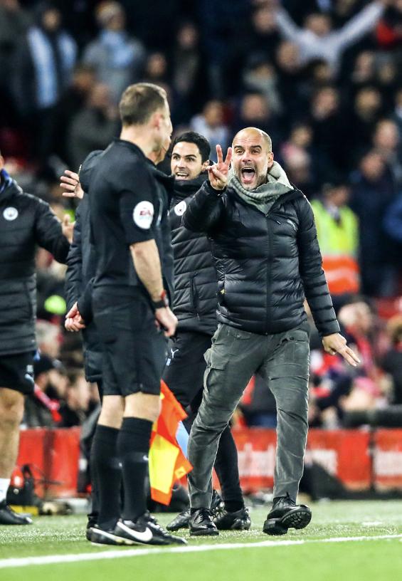 HLV Man City trợn mắt, trút cơn thịnh nộ vào trọng tài khi cầu thủ Liverpool để bóng chạm tay rõ ràng mà không bị phạt đền - ảnh 3