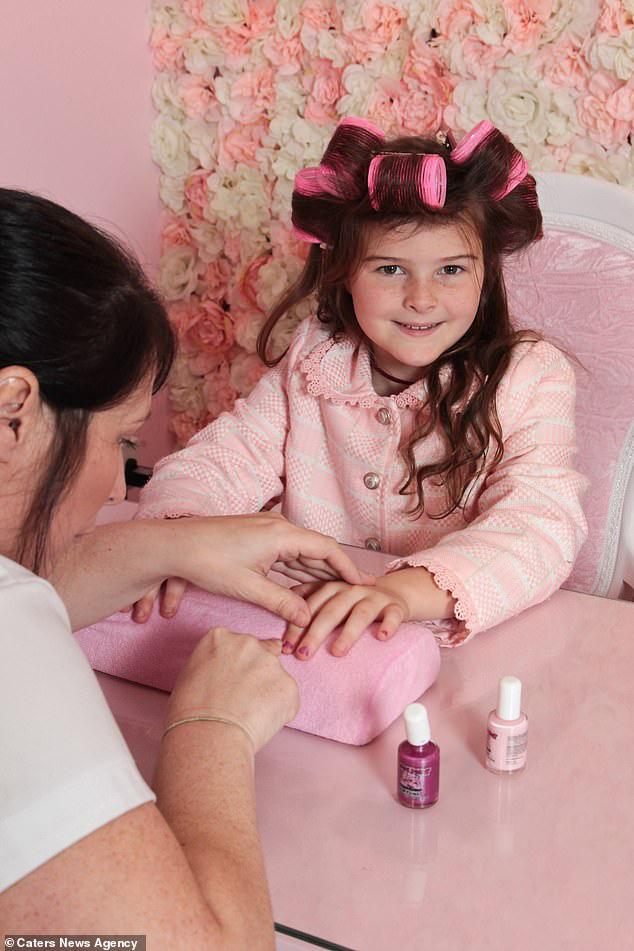 Bà mẹ chi 30 triệu đồng/ tháng cho thẩm mỹ viện để dạy con gái một bài học: Làm việc chăm chỉ nhưng luôn dành thời gian cho bản thân - ảnh 2