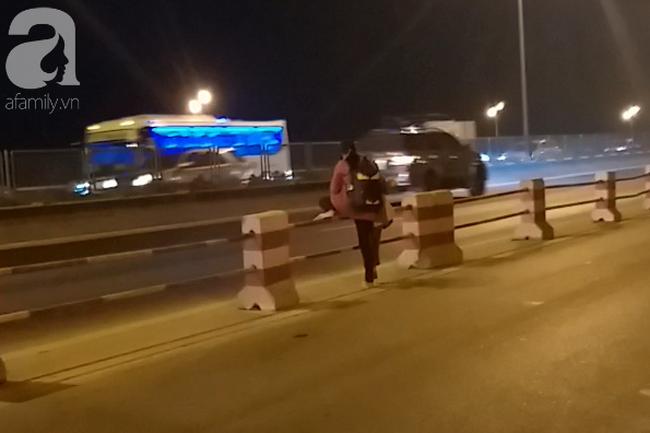 """Sự thật về người phụ nữ suốt nhiều năm """"dắt con đi nhờ xe"""" trên cầu Thanh Trì: Đứa bé đã lớn nhưng vẫn ngày ngày lang thang cùng mẹ, không được đến trường - ảnh 5"""
