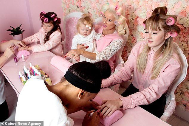 Bà mẹ chi 30 triệu đồng/ tháng cho thẩm mỹ viện để dạy con gái một bài học: Làm việc chăm chỉ nhưng luôn dành thời gian cho bản thân - ảnh 6