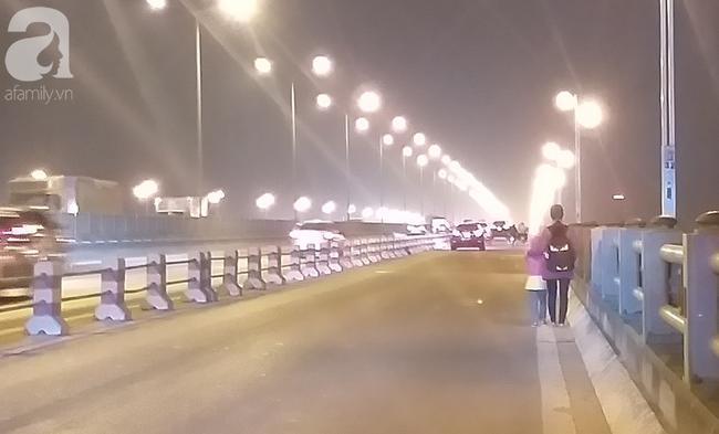 """Sự thật về người phụ nữ suốt nhiều năm """"dắt con đi nhờ xe"""" trên cầu Thanh Trì: Đứa bé đã lớn nhưng vẫn ngày ngày lang thang cùng mẹ, không được đến trường - ảnh 9"""