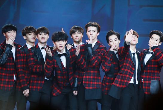 EXO đúng là boygroup giỏi toàn diện: Là một nhóm thì chuẩn ông hoàng Kpop, tách lẻ ra mỗi người đều nổi bần bật với những sở trường riêng - ảnh 1
