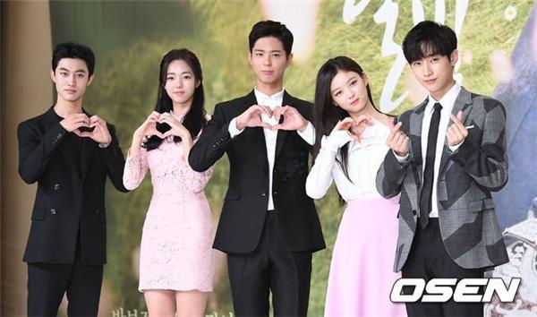 Điểm khác một trời một vực giữa diễn viên và idol Kpop: Ánh mắt đến fan-service, Song Song còn phải thua mỹ nam SHINee! - Ảnh 3.