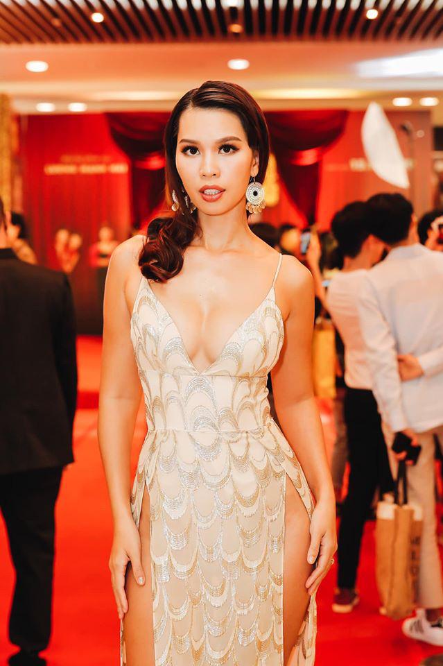 Diện váy cắt xẻ táo bạo, siêu mẫu Hà Anh lộ vùng nhạy cảm ngay trên siêu thảm đỏ hội Hà Tăng và dàn mỹ nhân Vbiz - ảnh 1