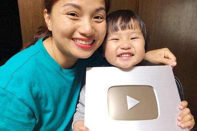 Nhiều vlogger như Khoai Lang Thang và 2 mẹ con bé Sa có thể sẽ gặp hạn sau cập nhật mới của YouTube - ảnh 4