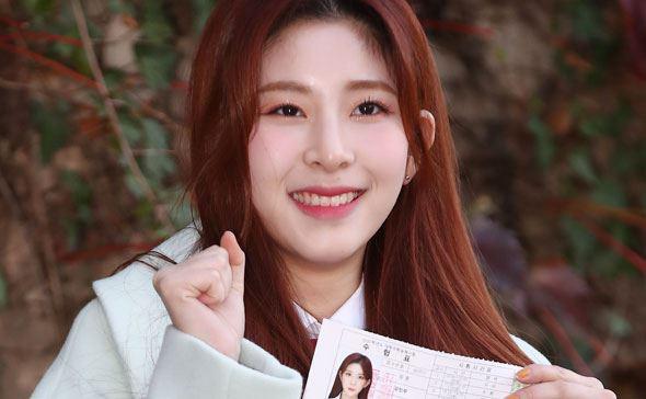 Nửa triệu sĩ tử Hàn Quốc hoàn thành kỳ thi đại học khốc liệt, nhiều nữ thần tượng xinh đẹp góp mặt trong dàn thí sinh - ảnh 5