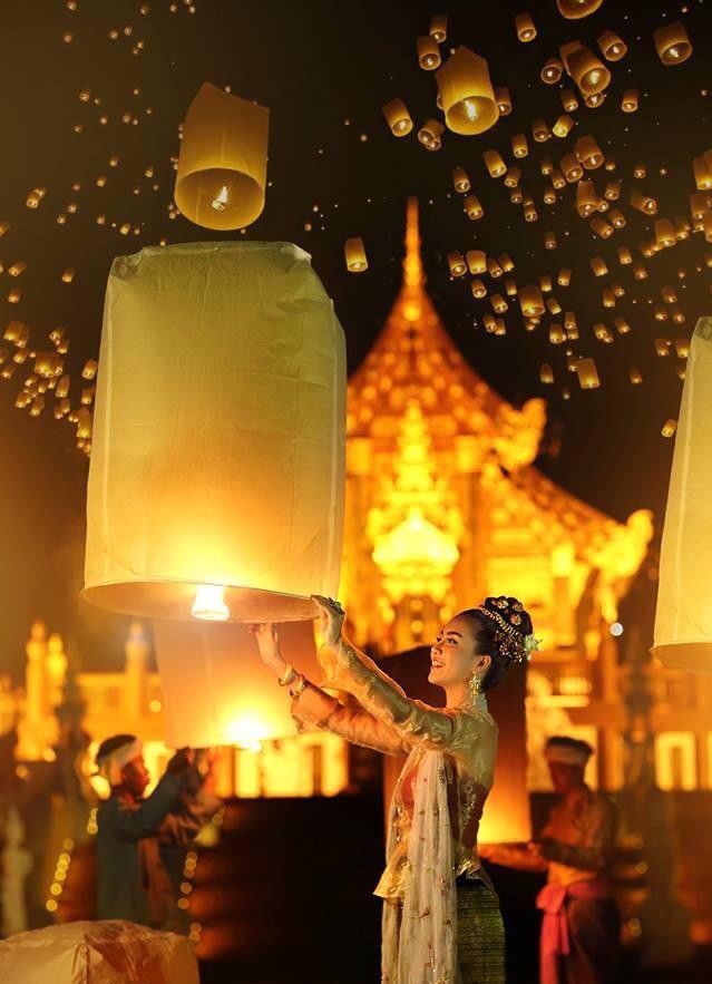 Hậu lễ hội thả đèn trời Thái Lan lung linh huyền ảo: Người dân khóc mếu nhặt rác mỏi tay, sân bay hốt hoảng, nhà cháy thành tro - ảnh 1
